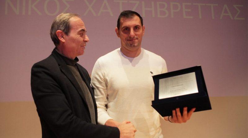Τιμήθηκε ο Νίκος Χατζηβρέττας στην κοπή της πρωτοχρονιάτικης πίτας της ακαδημίας του Μαντουλίδη